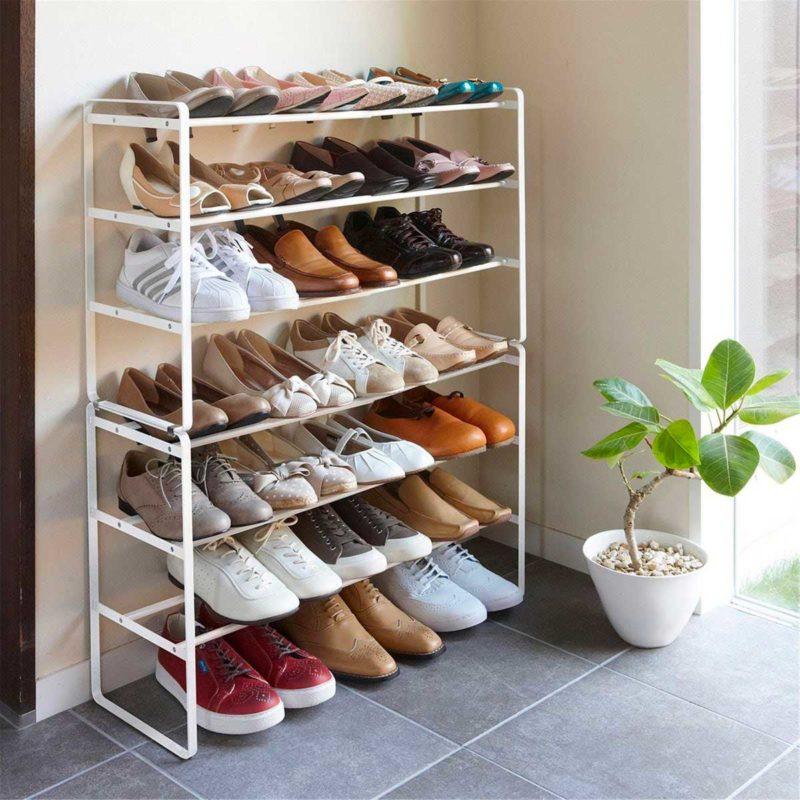 Grand meuble à chaussures blanc ouvert en métal fin
