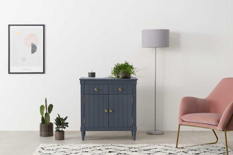 Salon avec petit meuble parisien