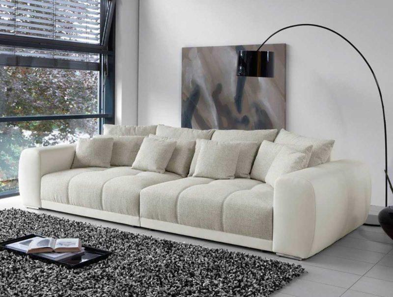 Sofa blanc et gris avec assise profonde