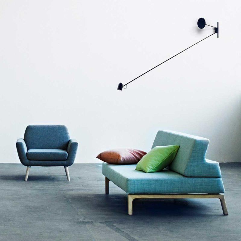 Canapé design avec base en bois