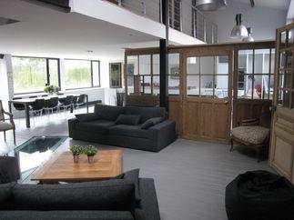 visite d 39 un loft dans un hangar lille. Black Bedroom Furniture Sets. Home Design Ideas